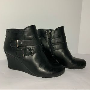 Kenneth Cole black wedge booties faux leather zip